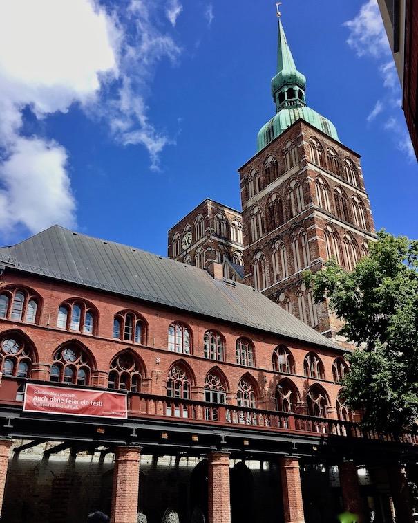 Stralsunder Rathaus Südseite und St.Nikolai-Kirche Stralsund Deutschland