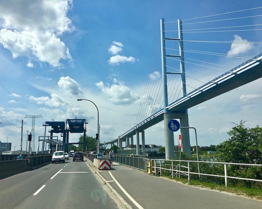 Ziegelgrabenbrücke offen und Rügenbrücke Stralsund Deutschland
