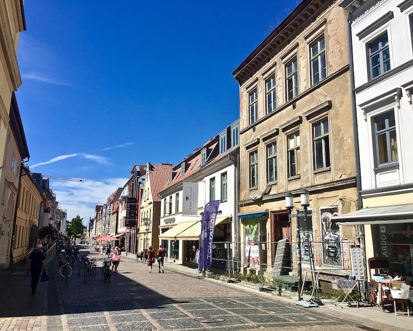Hansestadt Greifswald Deutschland Fußgängerzone Lange-Straße am Ende