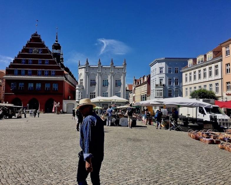Hansestadt Greifswald Deutschland Marktplatz mit Rathaus