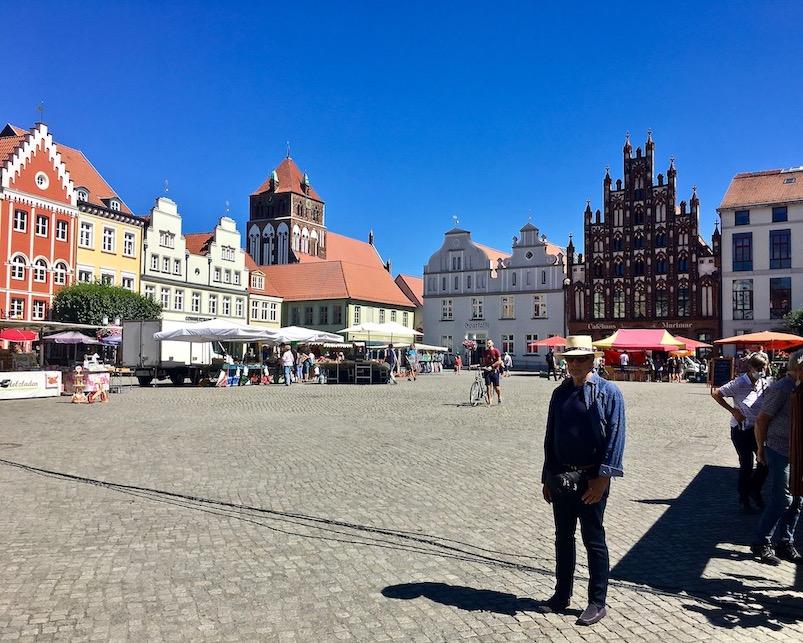 Hansestadt Greifswald Deutschland Marktplatz mit St.Jacobi Kirche Gotische Giebelhäuser