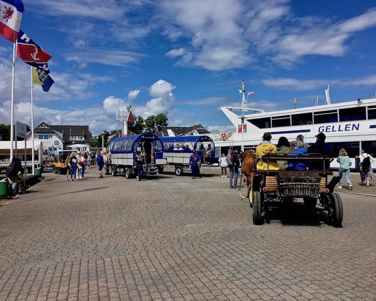 Hiddensee Ankunft im Hafen von Hiddensee Ostsee Deutschland
