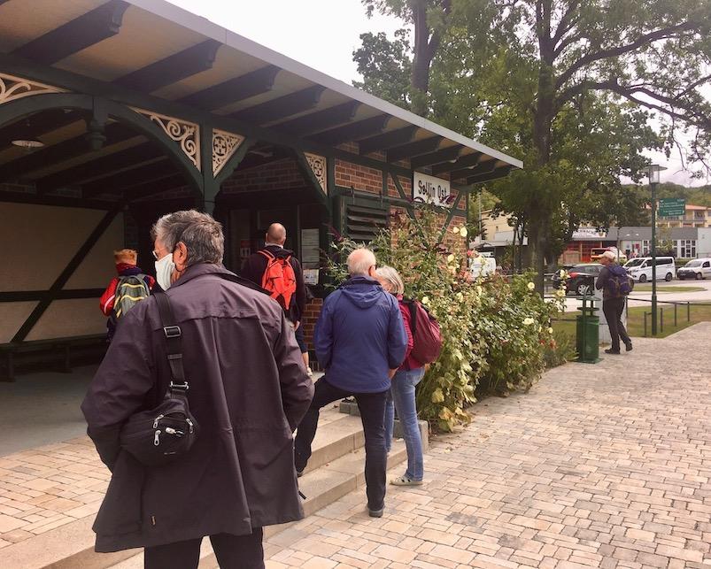 Insel Rügen Bahnhof Sellin warten auf Rasender Roland