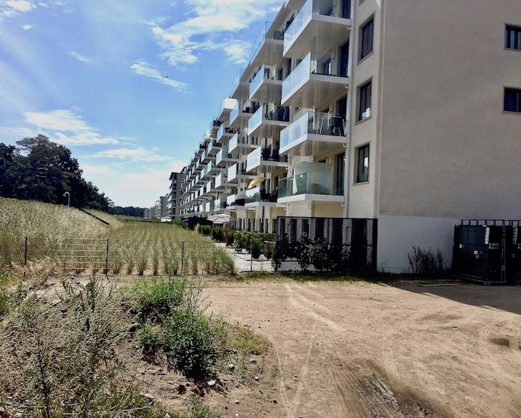 Insel Rügen Prora Renovierte Meerseite des neuen Koloss