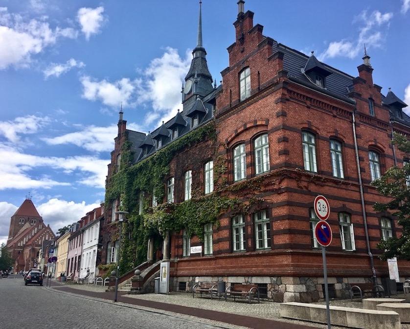 Plau am See Mecklenburg-Vorpommern Rathaus und Stadtkirche St.Marien