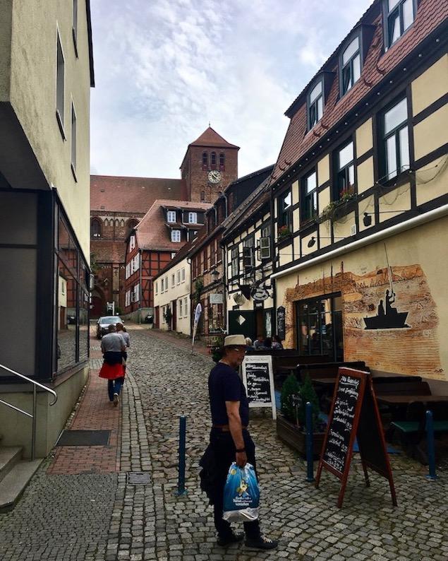 Waren an der Müritz Mecklenburg-Vorpommern Blick zur St.Georgenkirche