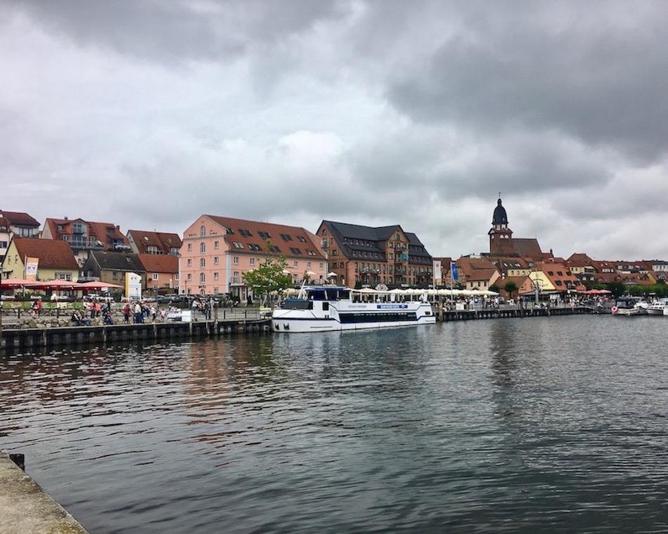 Waren an der Müritz Mecklenburg-Vorpommern Stadthafen Blau-Weisse-Flotte