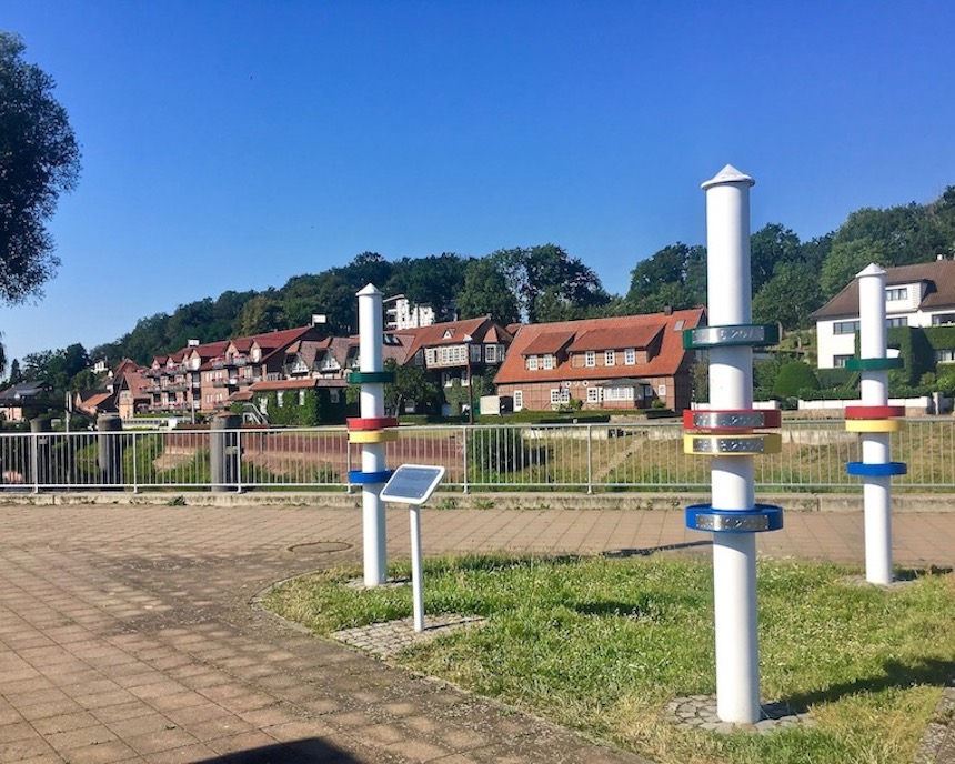 Hochwasser-Markierungen Kranplatz in Hitzacker an der Elbe