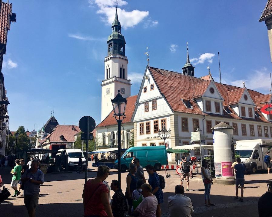 Markt auf der Stechbahn an der Stadtkirche St.Marien Celle Niedersachsen