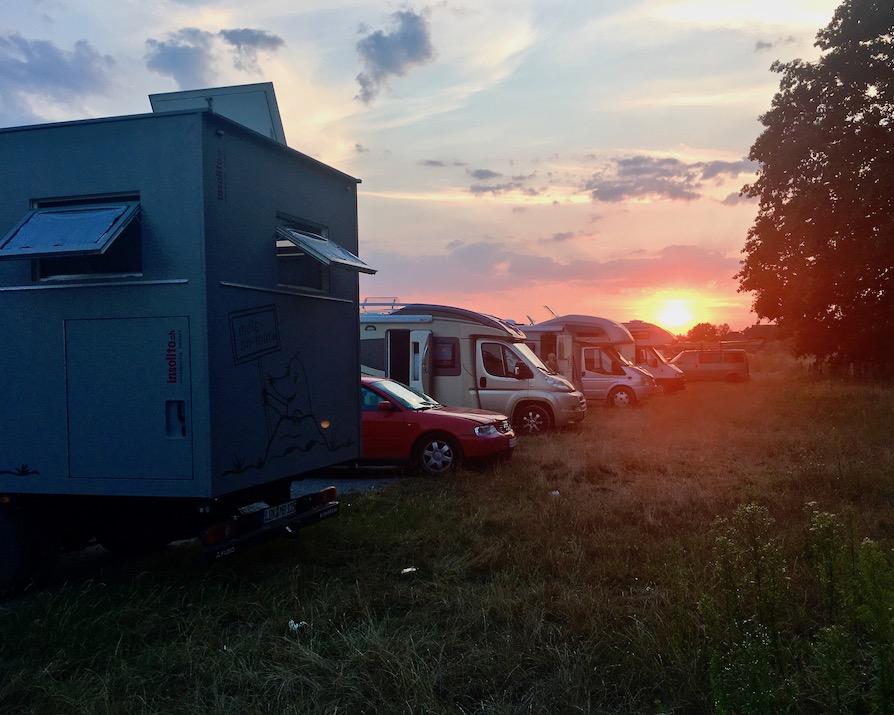 Wohnmobil Stellplatz Celle am Abend