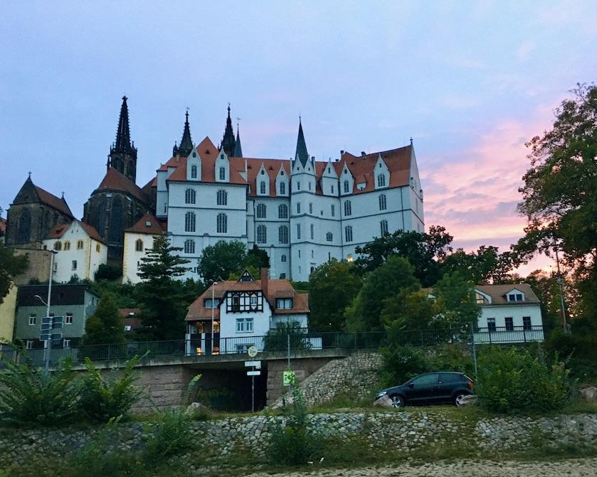 Meißen Sehenswürdigkeiten Altstadt Elbe Sachsen Meißen Sachsen Schloss-Albrechtsburg Blick vom Elbufer