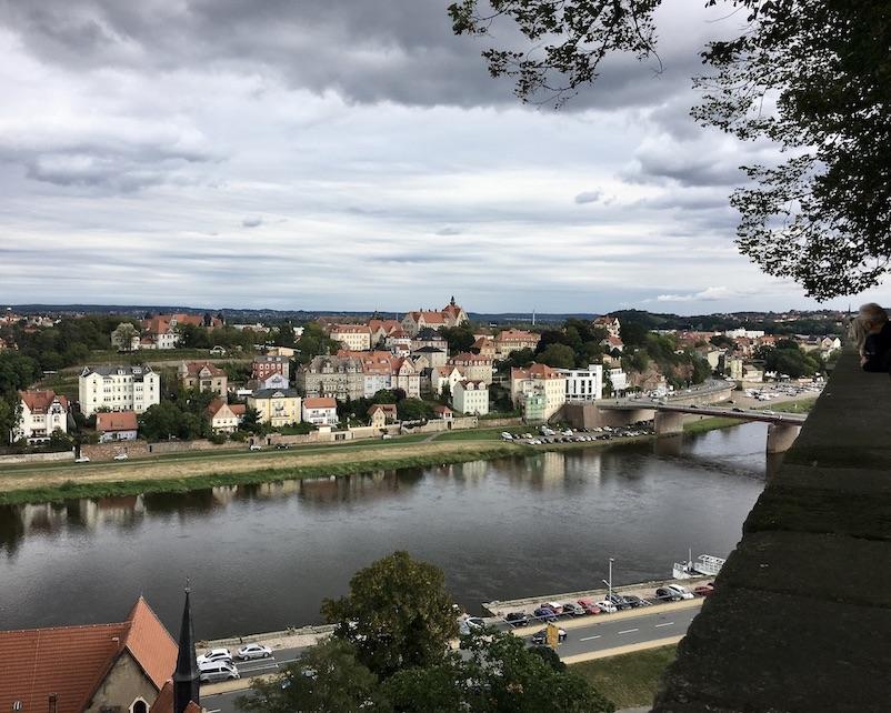 Meißen Sehenswürdigkeiten Altstadt Elbe Sachsen Meißen Sachsen Blick vom Burgberg zur Elbe