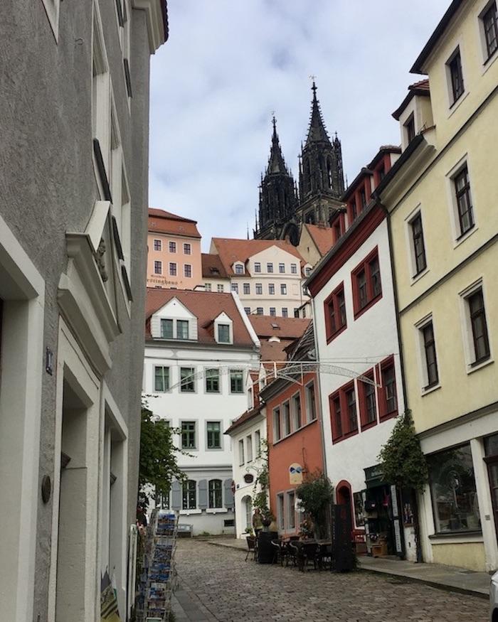 Meißen Sehenswürdigkeiten Altstadt Elbe Sachsen Meißen Sachsen Lorenzgasse Blick zum Dom zu Meißen