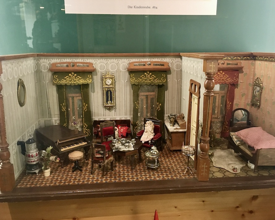 Erzgebirgisches-Spielzeugmuseum Kurort Seiffen/Erzgeb. Puppenstube 1874