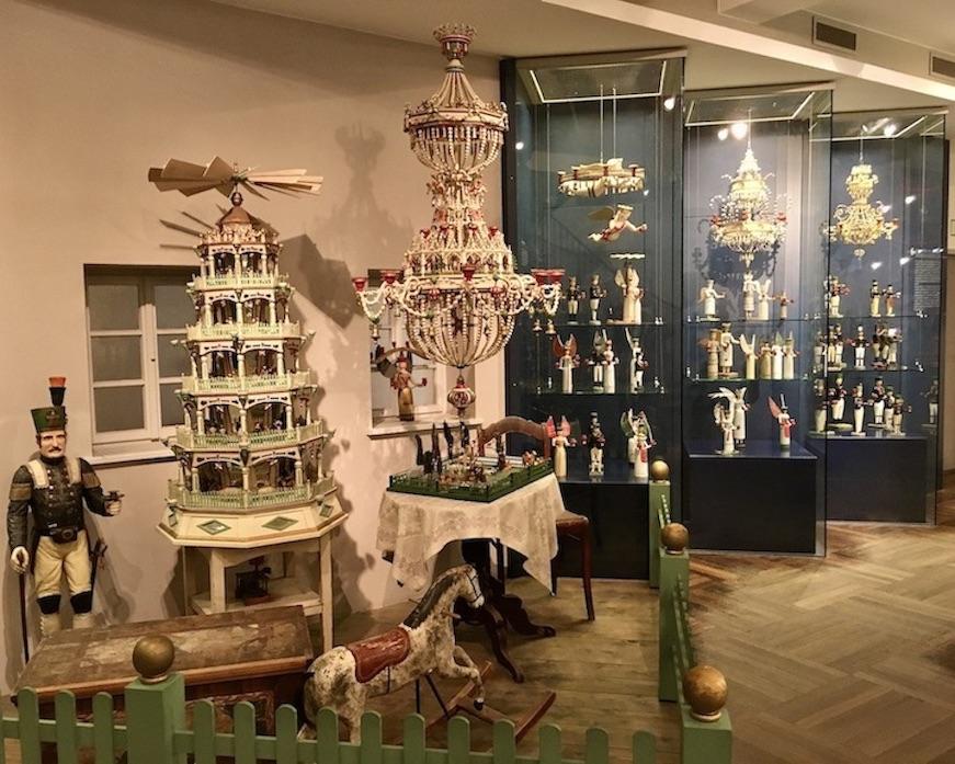 Erzgebirgisches-Spielzeugmuseum Kurort Seiffen/Erzgeb. Weihnachtsleuchter