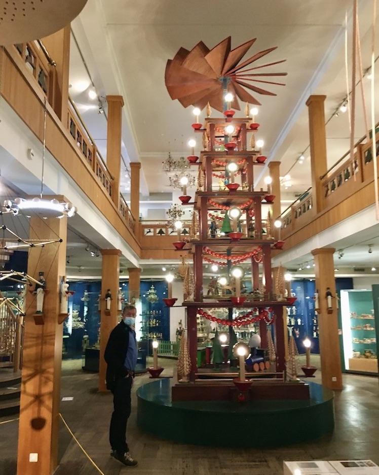 Erzgebirgisches-Spielzeugmuseum Kurort Seiffen:Erzgeb.Raumhohe Weihnacht-Pyramide
