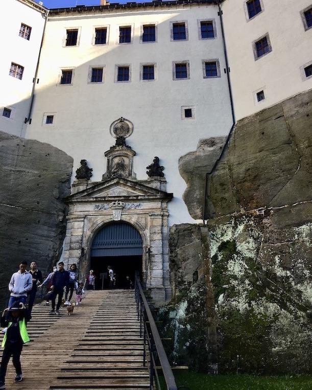 Festung Königstein Elbsandsteingebirge Sachsen die Rampe hinauf