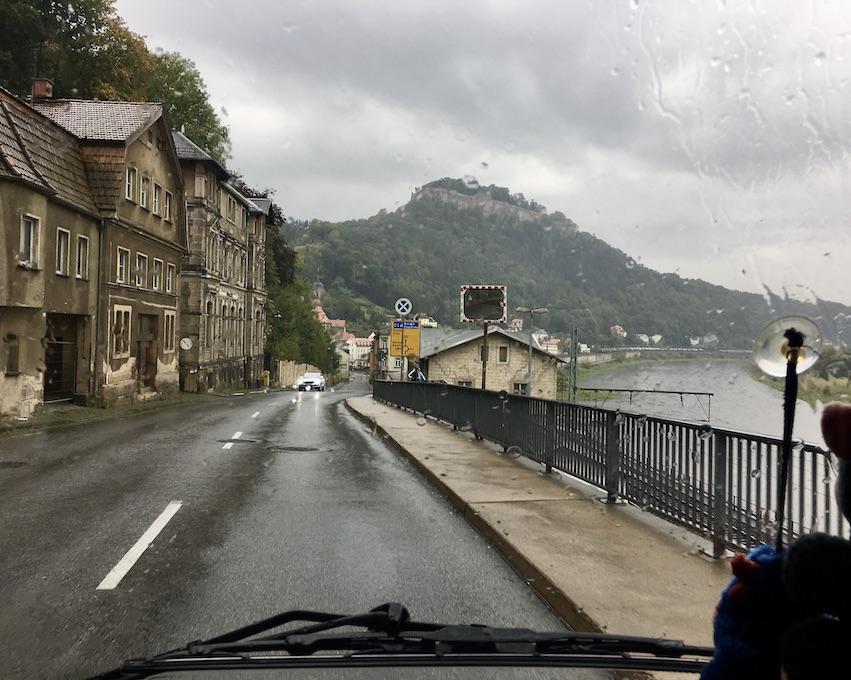 Festung Königstein über der Elbe bei Stadt Königstein