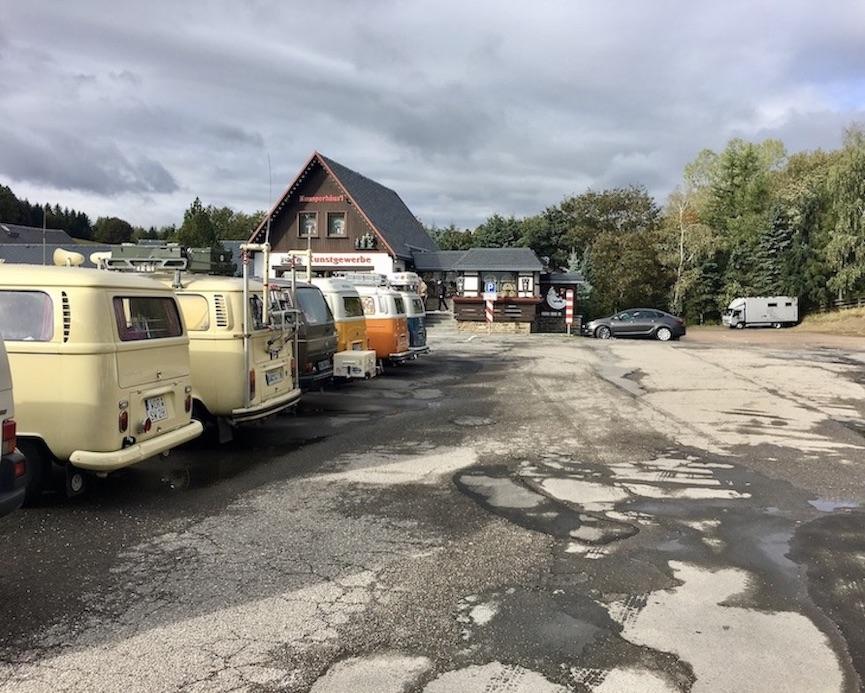 Kurort Seiffen:Erzgeb. Parkplatz am Knusperhäus'l mit mole-on-tour