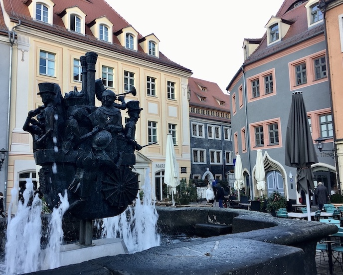 Pirna an der Elbe Sachsen Altstadt Marktplatz Pirnaer-Brunnen