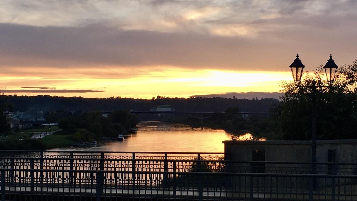 Pirna an der Elbe Sachsen Sonnenuntergang auf der Stadtbrücke
