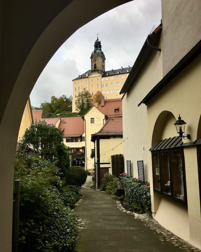 Rudolstadt Thüringen Im Handwerkerhof Blick auf Schlossturm Heidecksburg