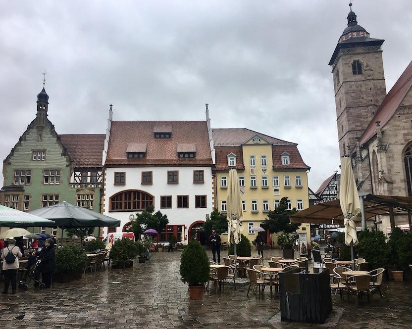Schmalkalden Thüringen Altmarkt mit Rathaus und Kirche Sankt Georg