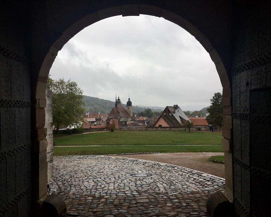 Schmalkalden Thüringen Schloss Wilhelmsburg Blick durch Osttor zur Stadt