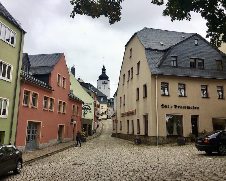 Schwarzenberg:Erzgeb. Blick zum Bergfried durch die Untere Schlossstraße