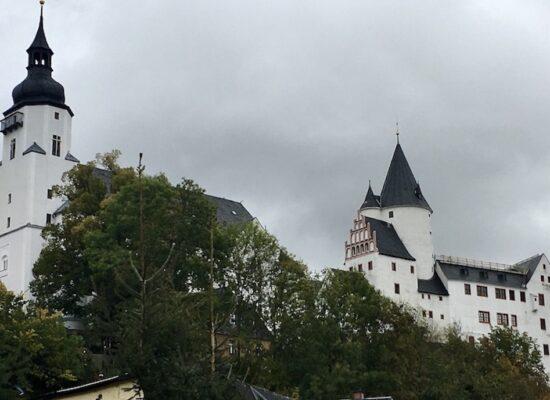 Schwarzenberg:Erzgeb. Kirche Sankt-Georgen und Schloss Schwarzenberg mit Burgfried