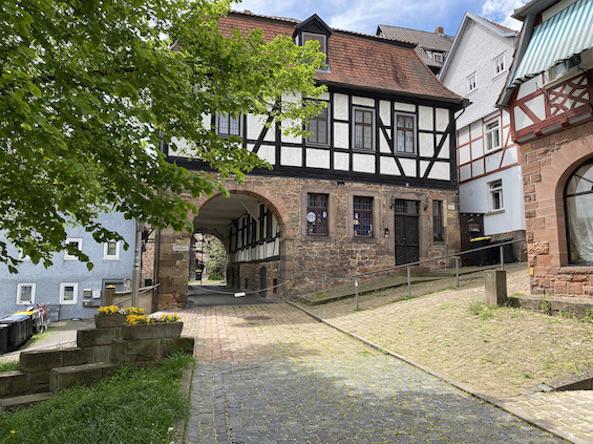 Burgenstadt Schlitz Torbogen des Brauereihaus Auerhahn-Brauerei Schlitz Hessen