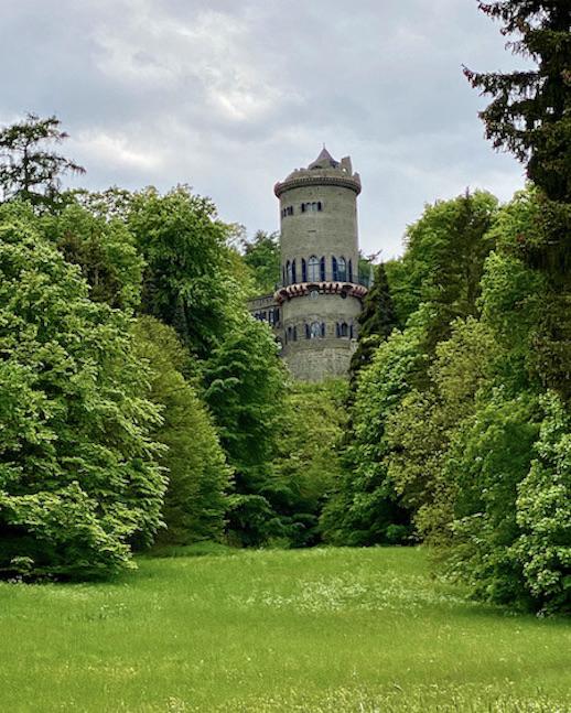 Die Löwenburg im Bergpark Bergfried Neuer Hauptturm Wilhelmshöhe UNESCO-Weltkulturerbe Kassel Hessen