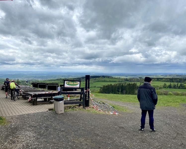 Hoherodskopf Erlebnisberg Vogelsberg Fernsicht am Lokal Zur-schönen-Aussicht