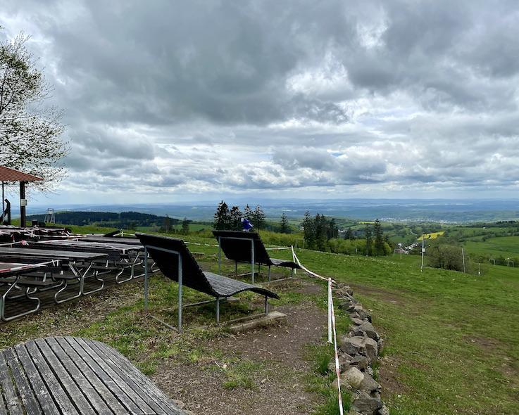 Hoherodskopf Erlebnisberg Vogelsberg Lokal Zur-schönen-Aussicht freie Plätze