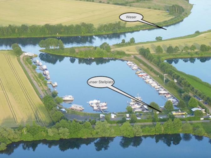 Bootshafen-Wohnmobil-Stellplätze Marina Mehlbergen mit mole-on-tour am Hafen