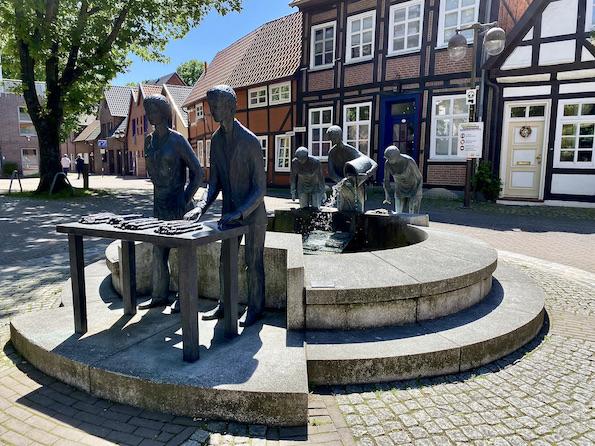 Nienburg Spargelstadt an der Weser Sehenswürdigkeiten Historische Altstadt Spargelbrunnen