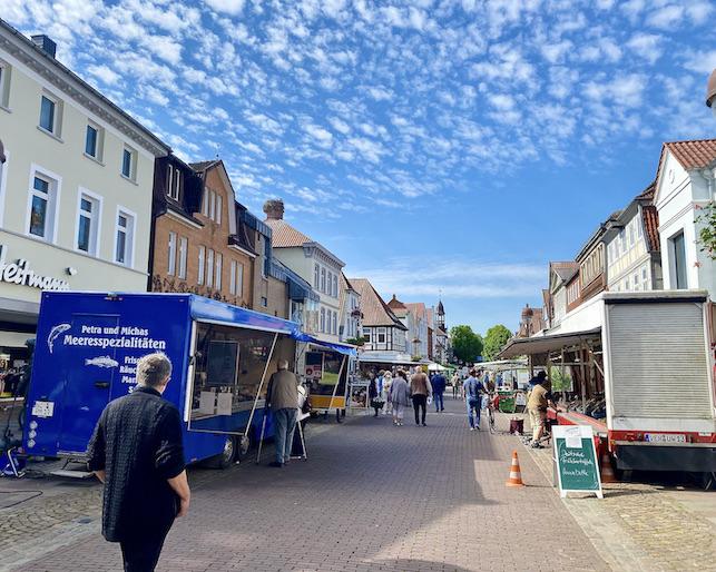 Nienburg an der Weser Deutschlands schönster Wochenmarkt Marktstände