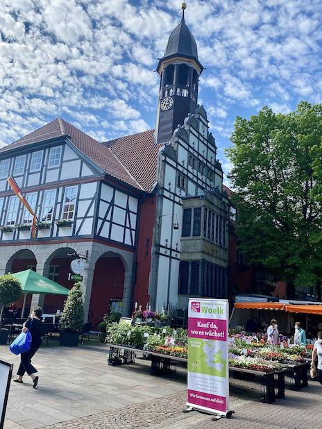 Nienburg an der Weser Deutschlands schönster Wochenmarkt vor dem Rathaus