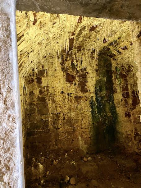 Schloss Bad Pyrmont Festung Ehemalige Wachkammer mit Stalaktiten und Stalagmiten