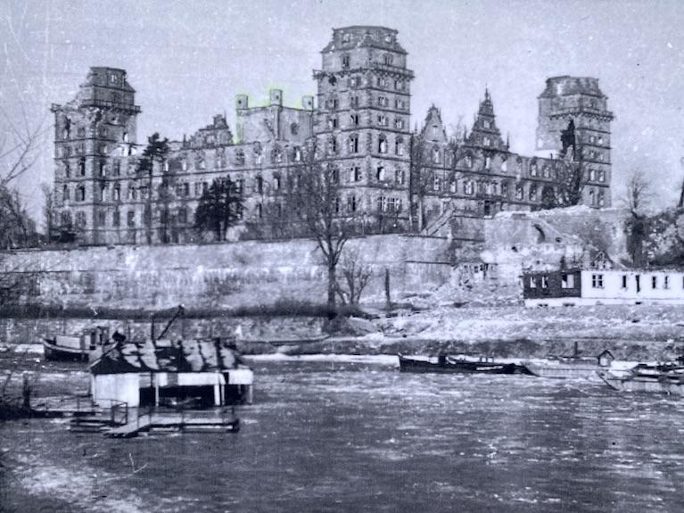 Aschaffenburg Schloss-Johannisburg Deutsche-Renaissance Schlossanlage Bild nach dem Krieg