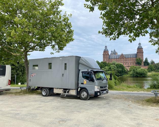 Aschaffenburg Wohnmobilstellplatz auf dem Volksfestplatz für mole-on-tour Schloss-Johannisburg am Main