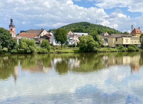 Kreuzwertheim am Main Blick auf Spessart-Brauerei und die Kirche
