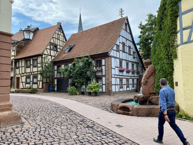 Lohr am Main Historische Altstadt Schneewittchenstadt Sehenswürdigkeiten Fischerbrunnen Fischerviertel