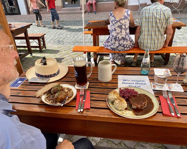 Miltenberg am Main Zum-Riesen Gasthaus Ältestes Gasthaus Deutschland historische Altstadt Sehenswürdigkeiten Hauptgericht