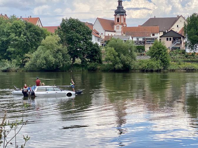 Spezielles Autoboot auf dem Main bei Wertheim Amphicar Schwimmauto Schwimmwagen