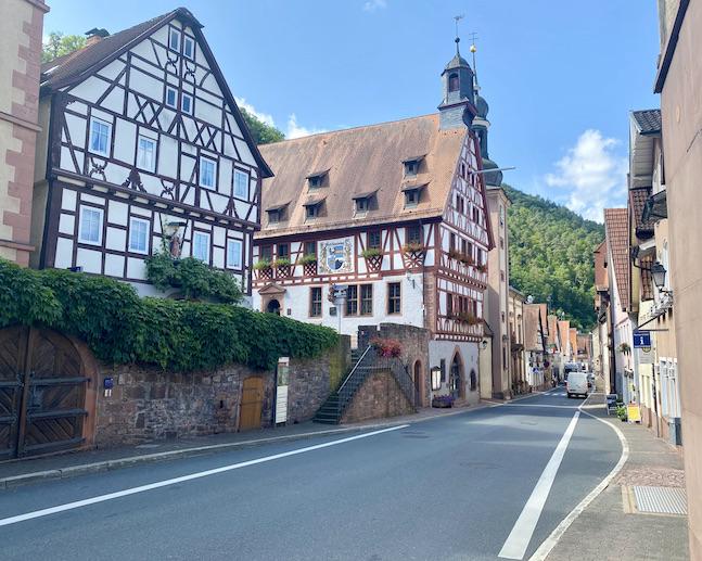 Stadt Freudenberg am Main Altes Amtshaus Rathaus und Alte Pfarrkirche St.Laurentius