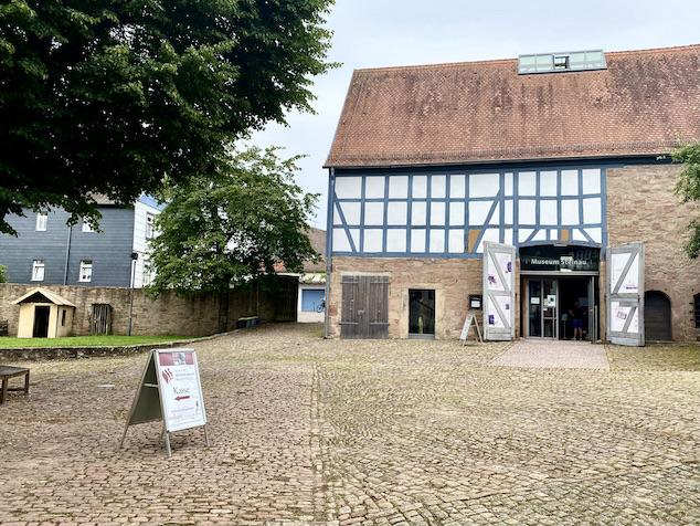 Brüder Grimm Haus Steinau an der Straße Deutsche Märchenstraße Main-Kinzig-Kreis Steinau an der Straße Brüder-Grimm-Haus Amtshaus Märchen-Museum ehem.Scheune