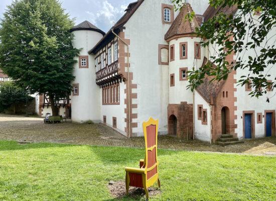 Brüder Grimm Haus Deutsche Märchenstraße Steinau an der Straße Museum Steinau an der Straße Brüder-Grimm-Haus Amtshaus Märchenmuseum Grimm-Geburtshaus goldener Thronsessel