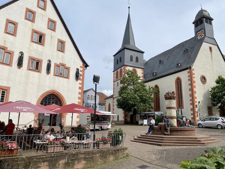 Steinau an der Straße Märchen-Brunnen Katharinenkirche und Rathaus