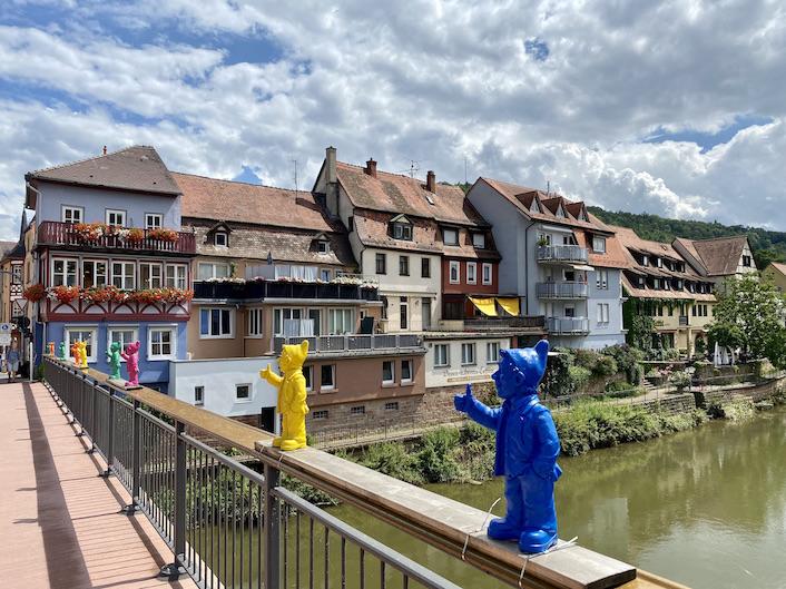 Wertheim am Main Tauber-Promenade von der Tauberbrücke Optimisten-Gartenzwerge auf Tauber-Brücke